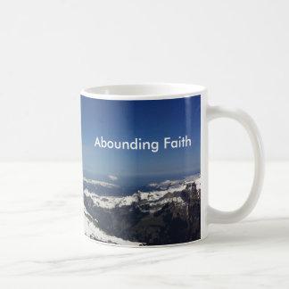 Überfluss habender Glauben-Tassen-Berg Kaffeetasse