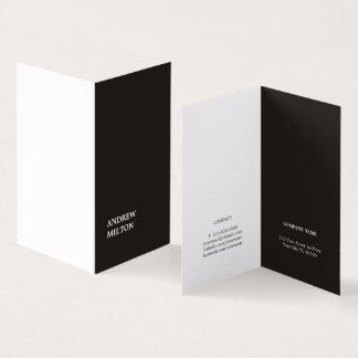 Unbedeutender einfacher eleganter Schwarz-weißer Visitenkarten