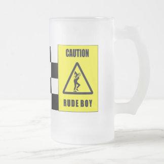 unhöfliches Jungenbier der Vorsicht Mattglas Bierglas