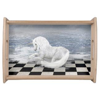 Unicorn im Surreal Meerblick-Serviertablett Tabletts