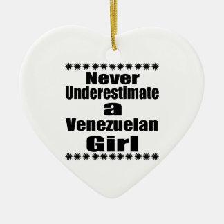 Unterschätzen Sie nie eine venezolanische Freundin Keramik Herz-Ornament