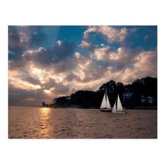 USA, Massachusetts. Sonnenuntergang-Segeln Postkarte