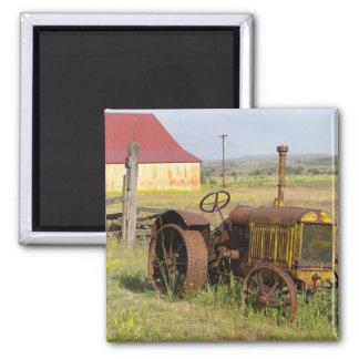 USA, Oregon, Shaniko. Rostiger Vintager Traktor he Kühlschrankmagnet