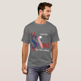 USA stehen stolz für das T-Shirt