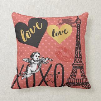 Valentinsgruß-Amoren, Herzen und der Eiffelturm Kissen