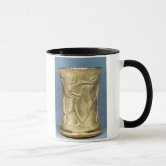Vase verziert mit mythologischen Geschöpfen, Tasse