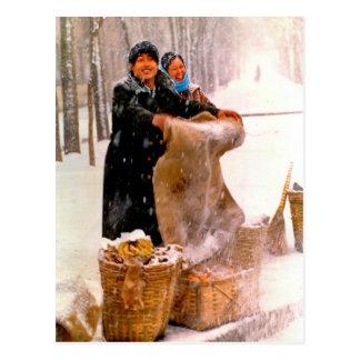Verkauf auf der schneebedeckten Straße Postkarte