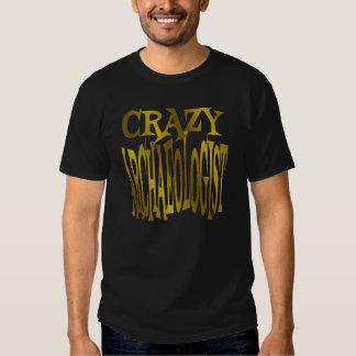 Verrückter Archäologe im Gold Tshirt