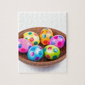 Verschiedene gemalte HuhnOstereier in der Puzzle
