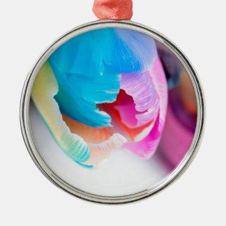 Vertikales Trieb der ungewöhnlichen mehrfarbigen Rundes Silberfarbenes Ornament