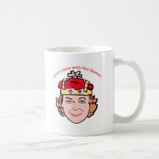Verwirren Sie nicht mit der Königin Tasse