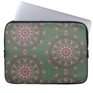 Verzierte Boho Mandala-Olive Laptopschutzhülle