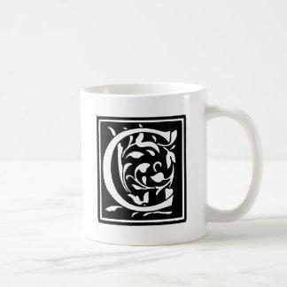 Verzierter Typografie-Buchstabe C Tasse