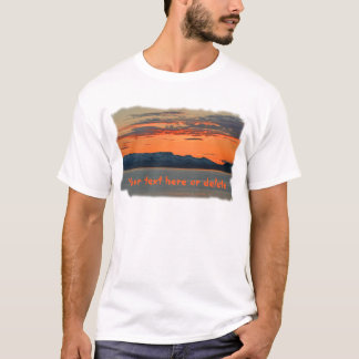 Vibrierender orange Sonnenuntergang Alaskas T-Shirt