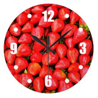 Viele Erdbeeren! Große Wanduhr