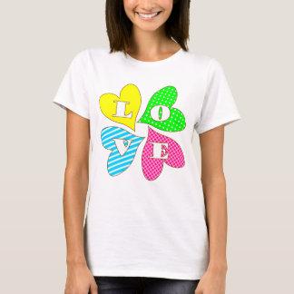 Vier farbige Herzen T-Shirt