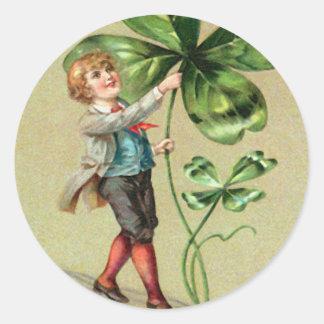 Vintage Jungen-vierblättriges Kleeblatt St Patrick Runder Aufkleber