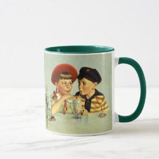 Vintage Kinder, Junge und Mädchen, die eine Tasse