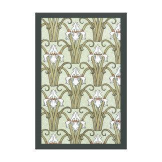 Vintage Kunst Nouveau Iris-Blumen in einem Garten Leinwanddruck