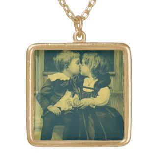 Vintage Liebe und Romance Foto, Kinderkuß Halskette Mit Quadratischem Anhänger