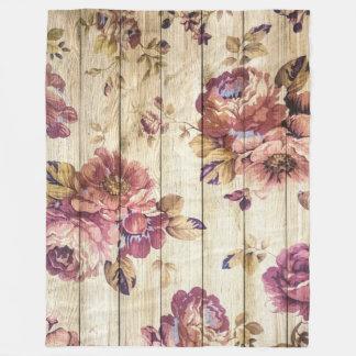 Vintage rosa Rosen auf hölzerner Fleece-Decke Fleecedecke