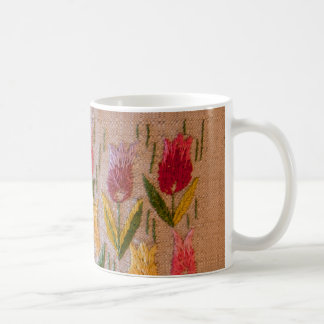 Vintage Stickerei der Tulpen Tasse