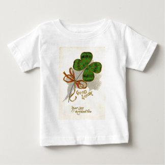 Vintage vierblättriges Kleeblatt St Patrick Baby T-shirt