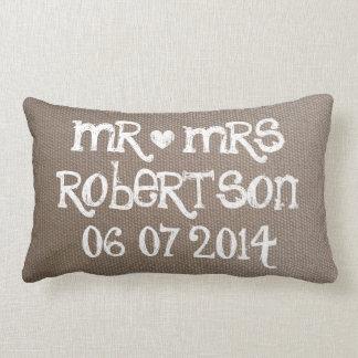 Vintager Herr und Frau lumbale Hochzeit der Kissen