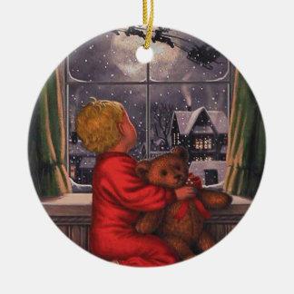 Vintager Junge, der Weihnachtsmann aufpasst, Rundes Keramik Ornament
