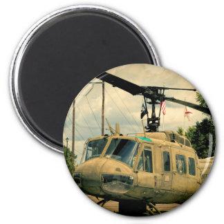 Vintager Militär-Hubschrauber Vietnam-Ära-Uh-1 Runder Magnet 5,7 Cm