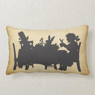 Vintages Alice im Wunderland-Tee-Party-Kissen