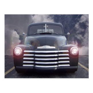 Vintages Auto, welches die Wolken-Karte laufen Postkarten