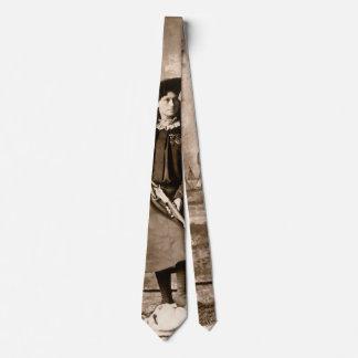 Vintages Foto von Fräulein Annie Oakley Holding Bedruckte Krawatte