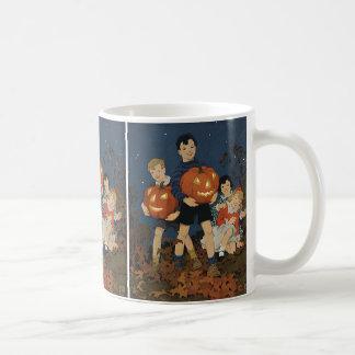 Vintages Halloween, Kinder, die Kürbise halten Tasse