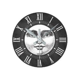 Vintages Mond-Gesicht im Kreide-Weiß Runde Wanduhr