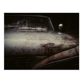 Vintages Plymouth-Auto verrostete künstlerische Postkarte