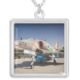 Von den USA erbauter A-4 Skyhawk Kämpfer Versilberte Kette