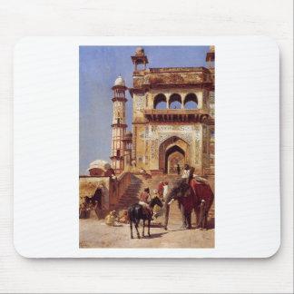 Vor einer Moschee durch Edwin-Lord Weeks Mauspads