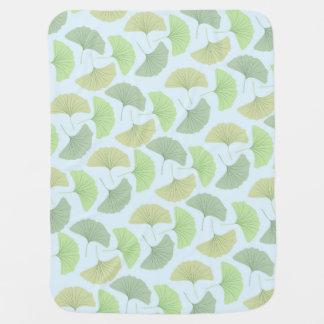 Wandernde grüne Gingko-Fleece-Baby-Decke Kinderwagendecke