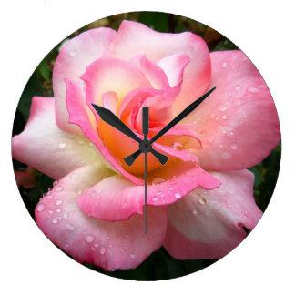 Wanduhr - Rose mit den rosa Blumenblättern