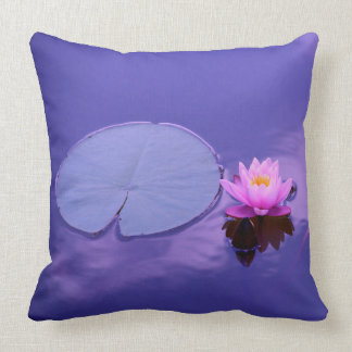 Wasser-Lilie am Dämmerungs-Kissen Kissen