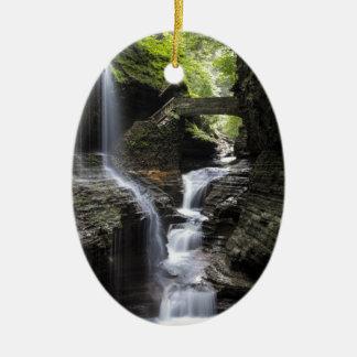 Wasserfälle an Watkins Schlucht, NY Ovales Keramik Ornament