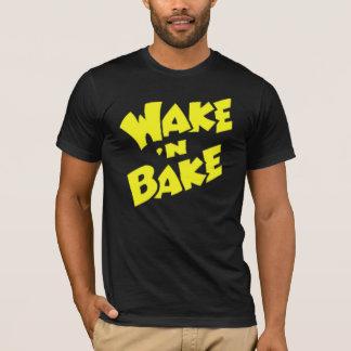 Wecken Sie N backen T-Shirt