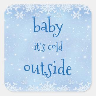Weihnachtsblaues Schneeflocke-Baby ist es kalte Quadratischer Aufkleber