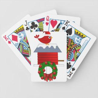 Weihnachtsroter Kardinal, der auf Birdhouse sitzt Bicycle Spielkarten