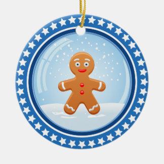 Weihnachtsschneeball mit niedlichem Lebkuchen-Mann Rundes Keramik Ornament