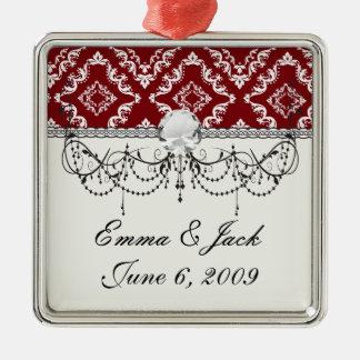 Weiß auf rotem Diamantdamast Silbernes Ornament