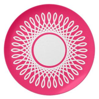 Weiß gesprengt auf Sommer-Rosa Melaminteller