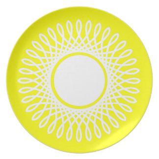 Weiß gesprengt auf Sonnenschein-Gelb Teller