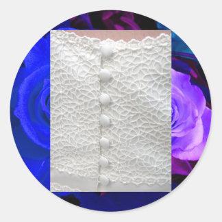 Weiße Hochzeits-Kleiderblaue lila Rosen Runder Sticker